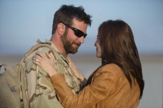 Bradley Cooper en Sienna Miller in American Sniper
