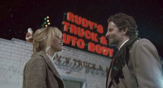 Jennifer Lawrence en Bradley Cooper in Joy