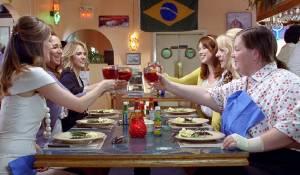 Bridesmaids: Rose Byrne (Helen), Melissa McCarthy (Megan), Maya Rudolph (Lillian), Wendi McLendon-Covey (Rita), Kristen Wiig (Annie) en Ellie Kemper (Becca)
