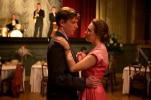 Domhnall Gleeson (Jim Farrell) en Saoirse Ronan (Eilis Lacey)