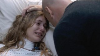 Camila Morrone en Bruce Willis in Death Wish