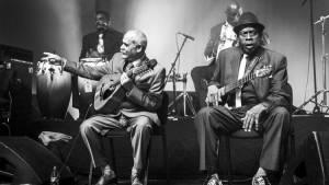 Buena Vista Social Club: Adios: Manuel 'Guajiro' Mirabal (Zichzelf) en Guajirito Mirabal (Zichzelf)