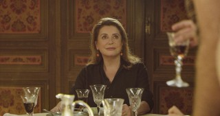 Catherine Deneuve in Fête de Famille