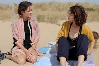 Marion Cotillard en Charlotte Gainsbourg in Les fantômes d'Ismaël