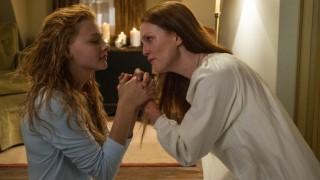 Chloë Grace Moretz en Julianne Moore in Carrie