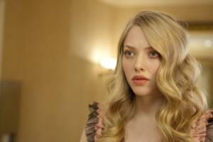 Amanda Seyfried (Chloe)