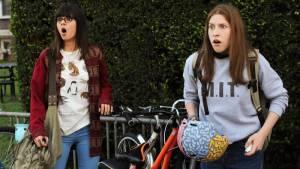Cool Girls: Victoria Justice (Jodi) en Eden Sher (Mindy)