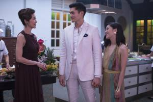 Crazy Rich Asians: Michelle Yeoh (Eleanor Young), Henry Golding (Nick Young) en Constance Wu (Rachel Chu)