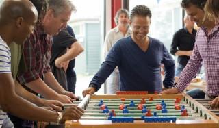 Raymi Sambo, Thomas Acda, Danny de Munk en Kasper van Kooten in All Stars 2: Old Stars