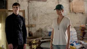 Dark Places: Nicholas Hoult (Lyle) en Charlize Theron (Libby Day)