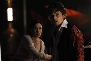 Daybreakers: Ethan Hawke (Edward) en Claudia Karvan (Audrey Bennett)