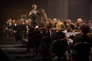 De Dirigent: Christanne de Bruijn (Antonia)