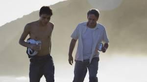 Desde allá: Luis Silva (Elder) en Alfredo Castro (Armando)