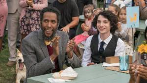 Dog Days: Ron Cephas Jones en Finn Wolfhard (Tyler)