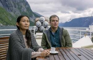 Downsizing: Hong Chau (Ngoc Lan Tran) en Matt Damon (Paul Safranek)