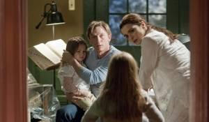 Dream House: Claire Geare (Dee Dee), Daniel Craig (Will Atenton), Taylor Geare (Trish) en Rachel Weisz (Libby Atenton)