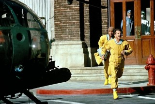 Cuba Gooding Jr. en Dustin Hoffman in Outbreak