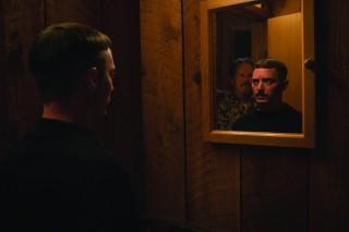 Elijah Wood en Stephen McHattie in Come to Daddy