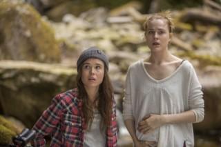 Ellen Page en Evan Rachel Wood in Into the Forest