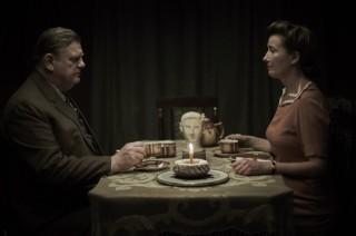 Brendan Gleeson en Emma Thompson in Alone in Berlin