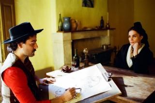 Oscar Isaac en Emmanuelle Seigner in At Eternity's Gate