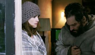 Emmanuelle Seigner en Vincent Gallo in Essential Killing