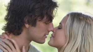 Alex Pettyfer (David Axelrod) en Gabriella Wilde (Jade Butterfield)