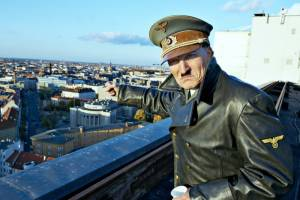 Er ist wieder da: Oliver Masucci (Adolf Hitler)