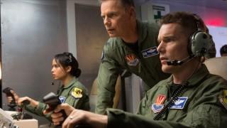 Bruce Greenwood (I), Ethan Hawke en Zoe Kravitz in Good Kill