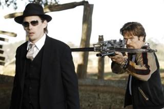 Willem Dafoe en Ethan Hawke in Daybreakers