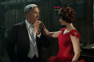 Michael Keaton en Eva Green in Dumbo