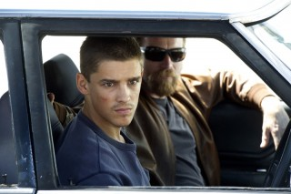 Brenton Thwaites en Ewan McGregor in Son of a Gun