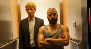 Ex Machina: Domhnall Gleeson (Caleb) en Oscar Isaac (Nathan)
