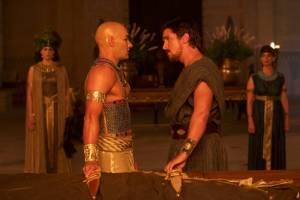 Exodus: Gods and Kings: Joel Edgerton (Rhamses) en Christian Bale (Moses)