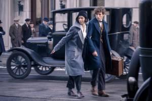 Fantastic Beasts and Where to Find Them: Katherine Waterston (Porpentina Goldstein) en Eddie Redmayne (Newt Scamander)