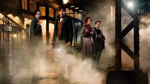Fantastic Beasts and Where to Find Them: Katherine Waterston (Porpentina Goldstein), Eddie Redmayne (Newt Scamander), Alison Sudol (Queenie Goldstein) en Dan Fogler (Jacob Kowalski)