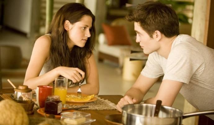 Kristen Stewart (Bella Swan) en Robert Pattinson (Edward Cullen)