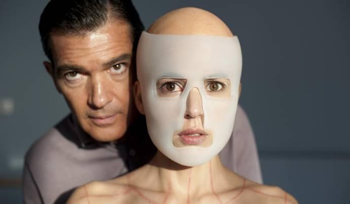 Antonio Banderas (Robert Ledgard) en Elena Anaya (Vera)