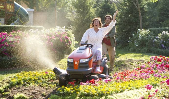 Adam Sandler (Jack Sadelstein / Jill Sadelstein) en Eugenio Derbez (Felipe / Felipe's Grandma)
