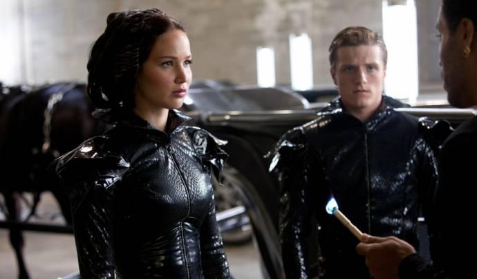 Jennifer Lawrence (Katniss Everdeen), Josh Hutcherson (Peeta Mellark) en Lenny Kravitz (Cinna)
