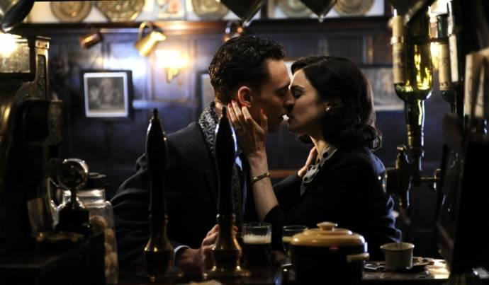 Tom Hiddleston (Freddie Page) en Rachel Weisz (Hester Collyer) in The Deep Blue Sea