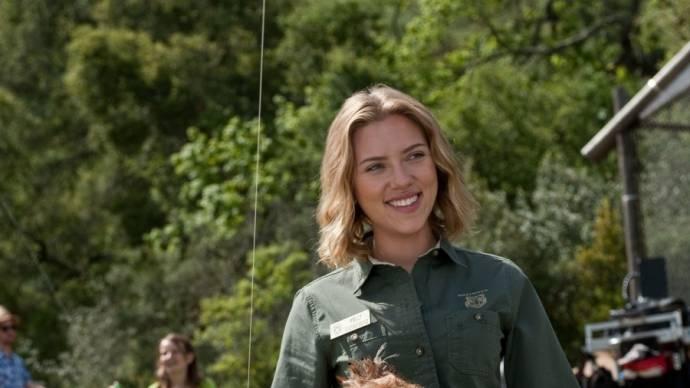 Scarlett Johansson (Kelly Foster) in We Bought a Zoo