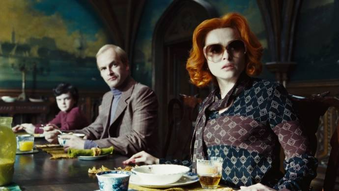 Jonny Miller (Roger Collins) en Helena Bonham Carter (Dr. Julia Hoffman)