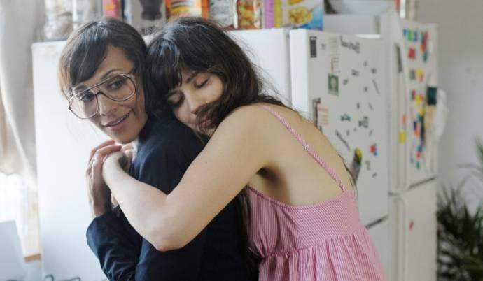Rashida Jones (Cindy) en Zooey Deschanel (Natalie)