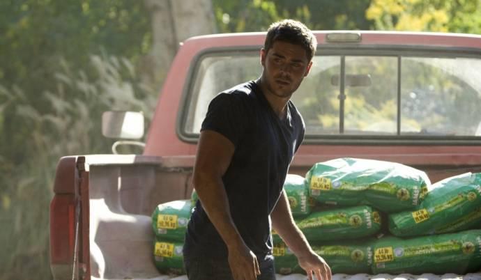 Zac Efron (Logan Thibault)