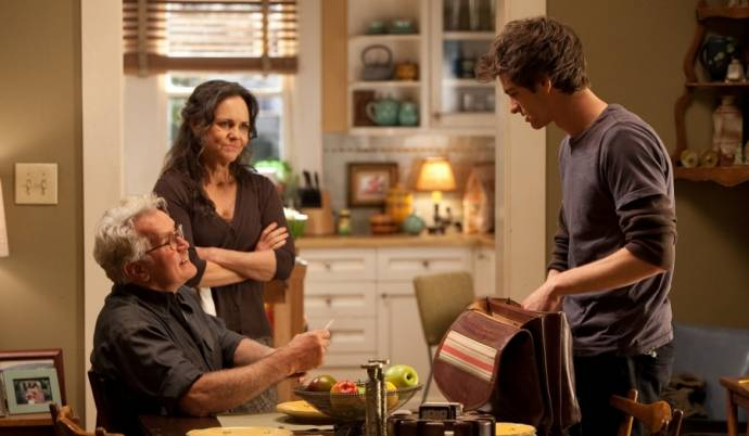 Martin Sheen (Uncle Ben), Sally Field (Aunt May) en Andrew Garfield (Spider-Man / Peter Parker)