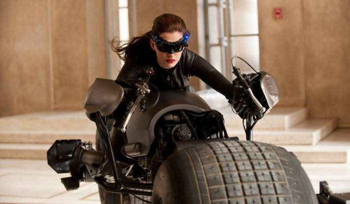 Anne Hathaway (Selina Kyle / Catwoman)