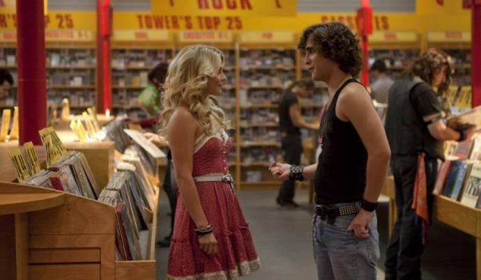 Julianne Hough (Sherrie Christian) en Diego Boneta (Drew Boley)