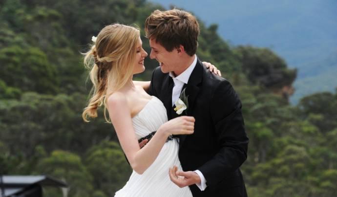 Laura Brent (Mia) en Xavier Samuel (David)