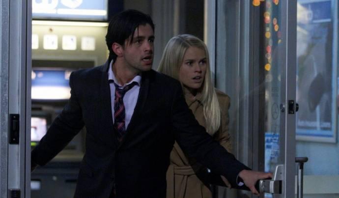 Alice Eve (Emily) en Josh Peck (Corey)